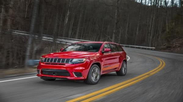 Jeep Grand Cherokee Trackhawk on road