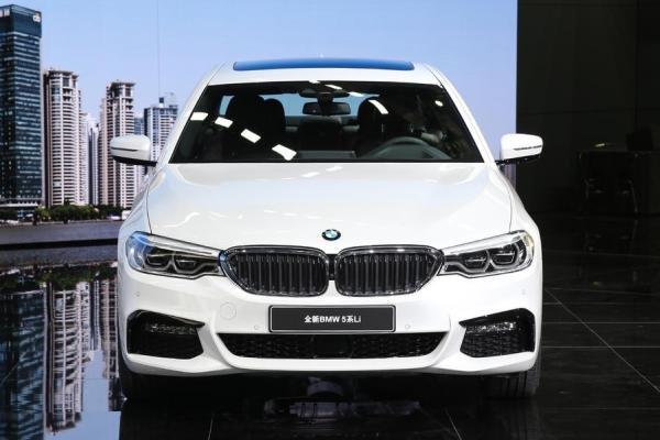 BMW 5-Series Li front view