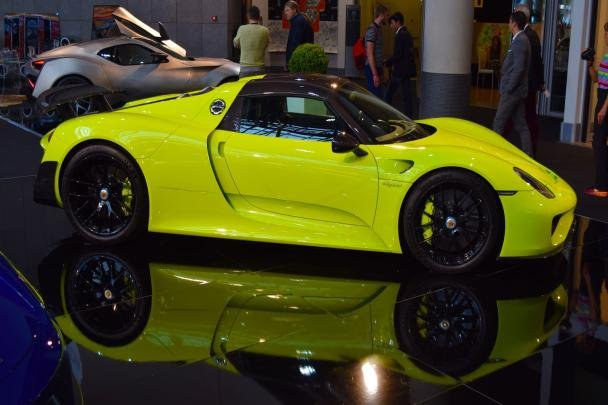 Acid Green Porsche 918 Spyder