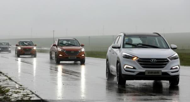 A series of SUV on wet road