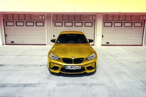 2018 BMW M2 front angle