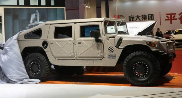 Humvee's side view