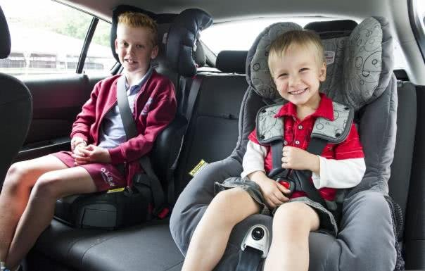two kids using child car seats