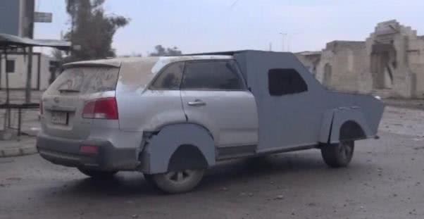 a silver Kia SUV with the front and rear wheels modified by IS terrorists