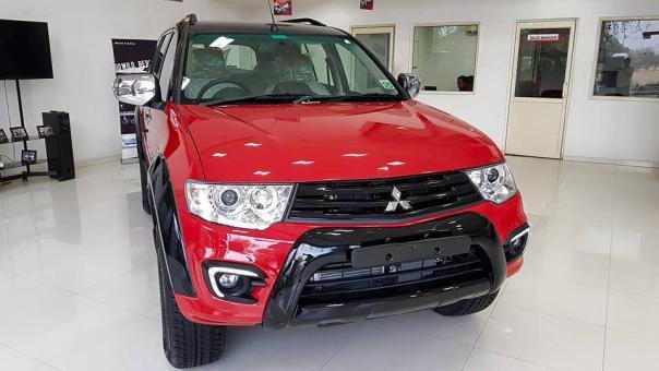 "Front of the Mitsubishi Pajero Sport ""Select Plus"""