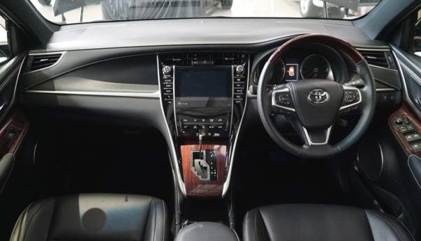 The Toyota Harrier's cabin