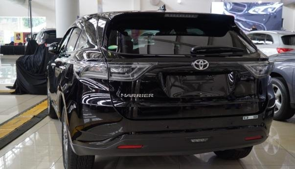 Rear view of the Toyota Harrier