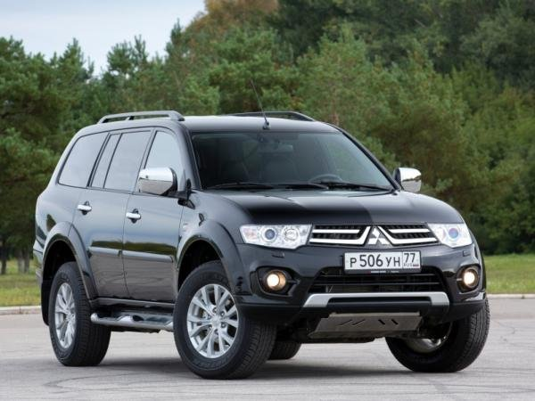 Angular front of the 2015 Mitsubishi Montero Sport