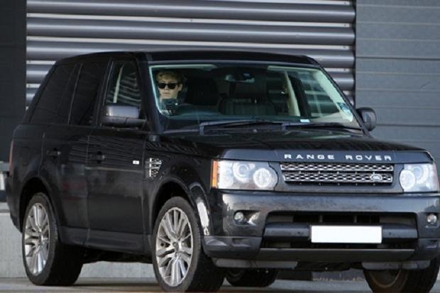 A black Range Rover angular front view