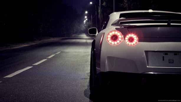 Xenon lights on the Nissan GT-R