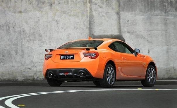 Angular rear view of the 2017 Toyota 86 limited edition