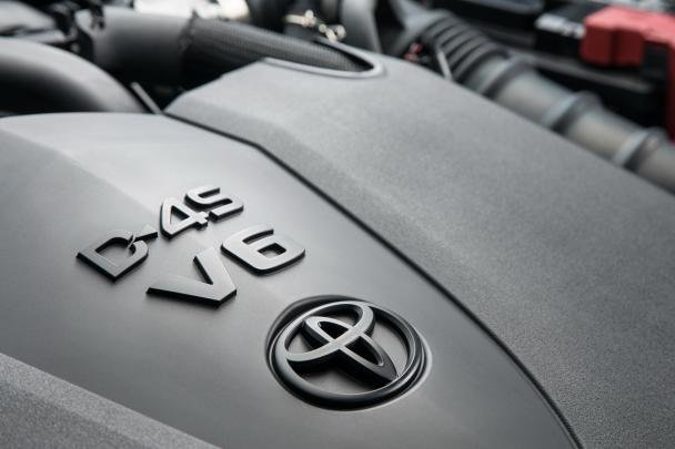V6 engine in 2018 Toyota Camry