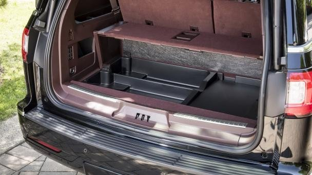 cargo trunk of the 2018 Lincoln Navigator L
