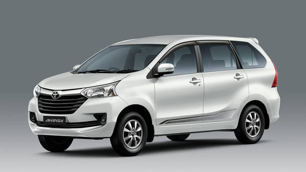 White Toyota Avanza angular front view