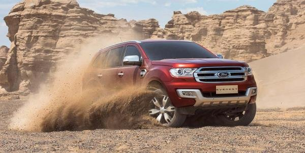 angular front of the Ford Everest running on sand
