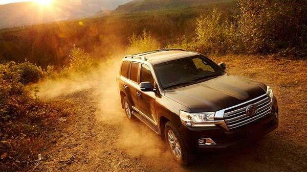 the Toyota Fortuner on sand