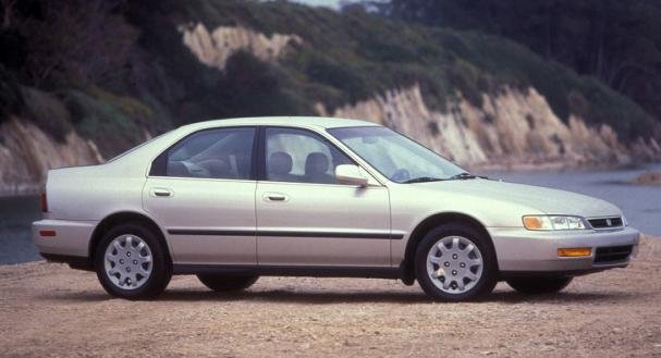 side view of the 1997 Honda  Accord