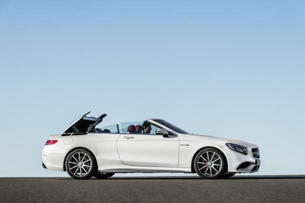 Side view of the Mercedes-Benz S-Class cabriolet