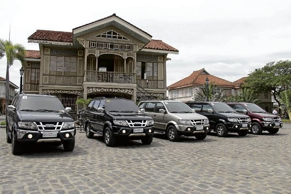5 cars are parked in front of a house