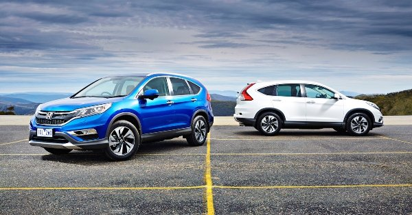 Two Honda Cr-V on the road