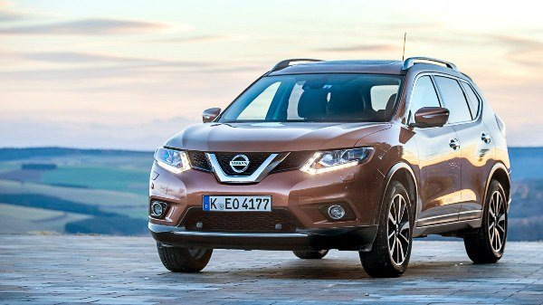 angular front of a brown Nissan-Xtrail