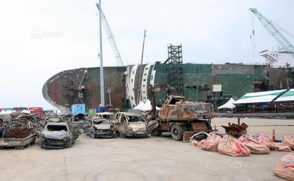 the Sewol and rusty cars