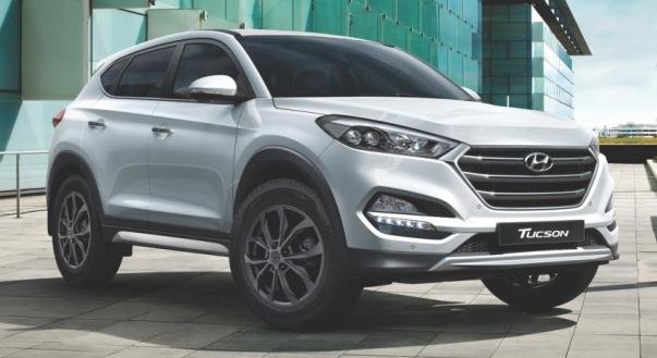 angular front of the Hyundai Tucson 2.0L CRDI diesel