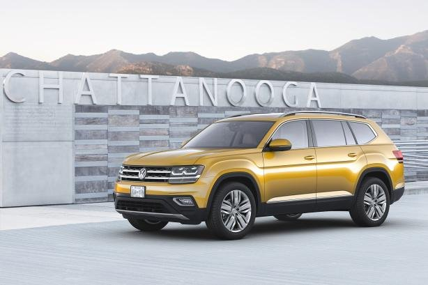 angular front of the 2018 Volkswagen Atlas
