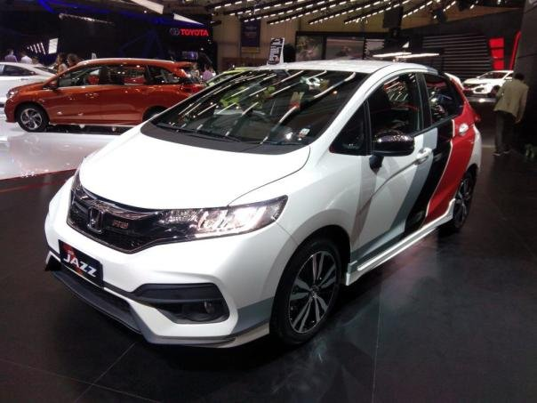honda jazz facelift unveiled at 2017 giias. Black Bedroom Furniture Sets. Home Design Ideas