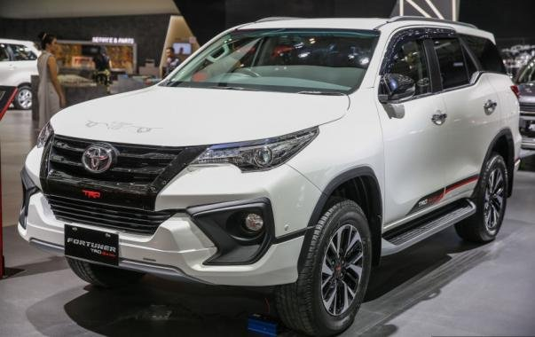 angular front of the Toyota Fortuner TRD Sportivo at GIIAS 2017