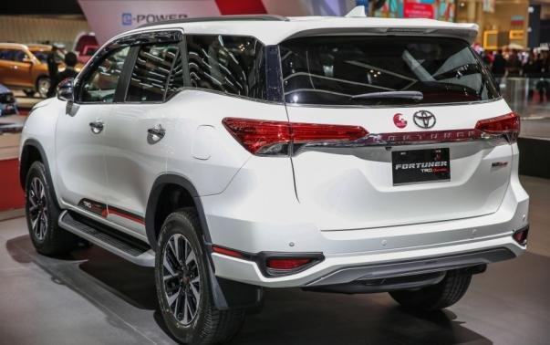 angular rear of the 2017 Toyota Fortuner TRD Sportivo