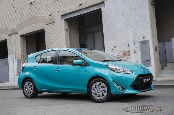 Side view of the 2018 Toyota Prius C