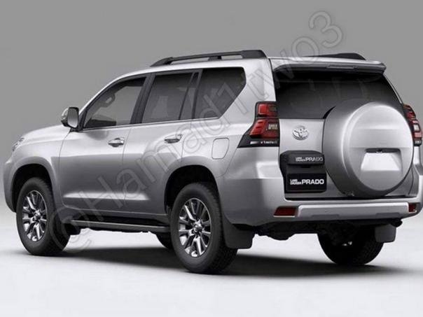 angular rear of the 2018 Toyota Land Cruiser Prado