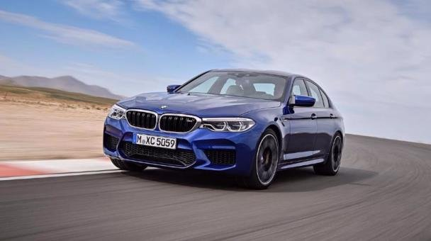 angular front of the 2018 BMW M5
