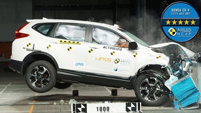 A white Honda CR-V in the crash test