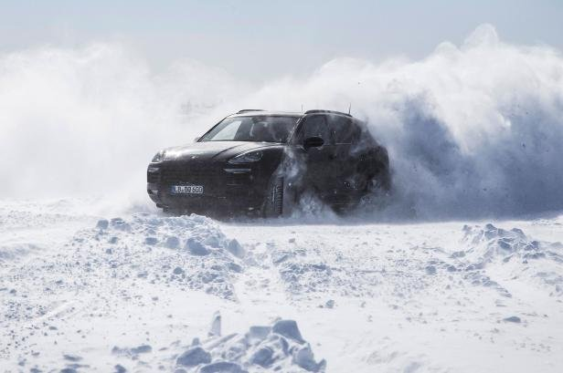 2018 Porsche Cayenne on ice and snow