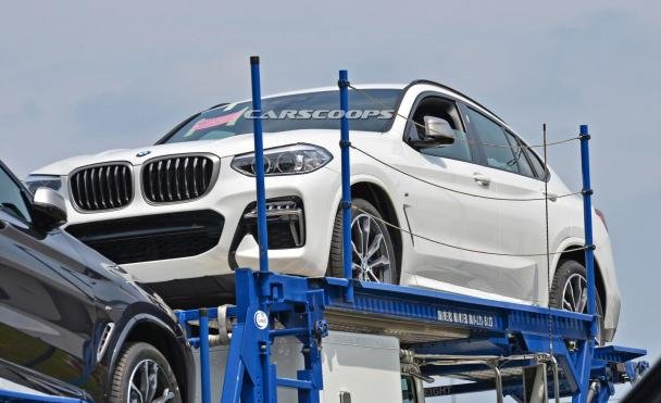 angular front of the 2019 BMW X4