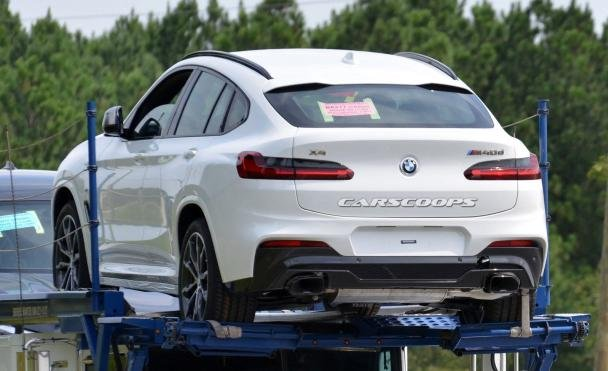 angular rear of the 2019 BMW X4