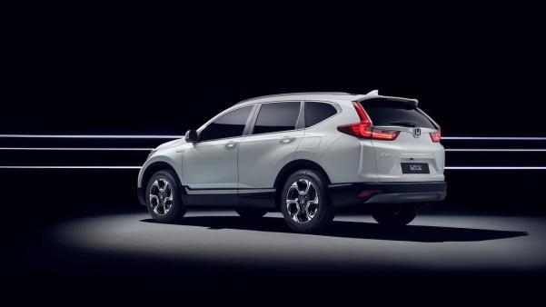 angular rear of the 2018 Honda CR-V Hybrid
