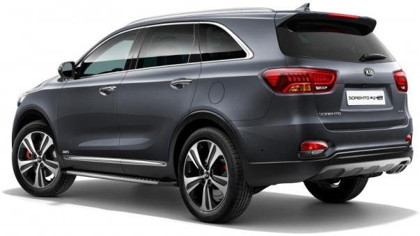 angular rear of the facelifted Kia Sorento