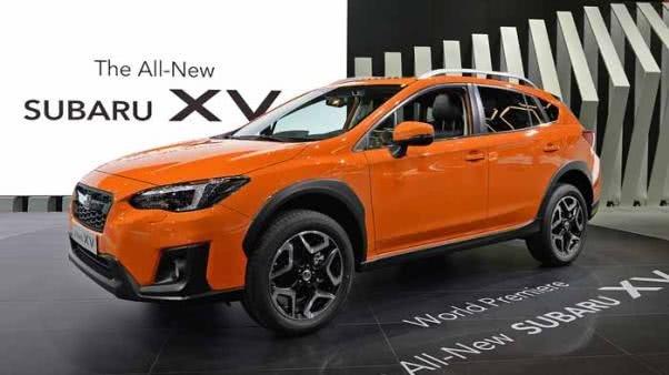 Angular front of an orange Subaru XV 2018