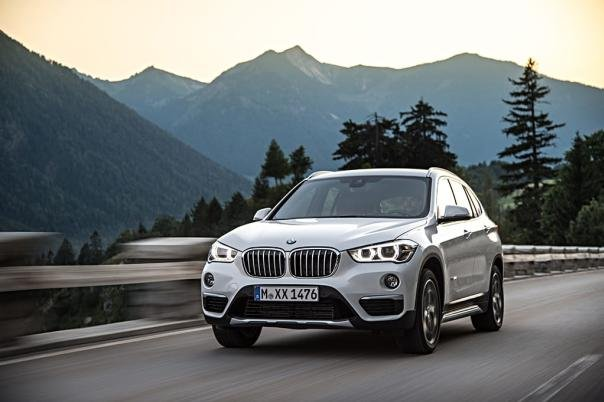 angular front of the BMW X1 2017