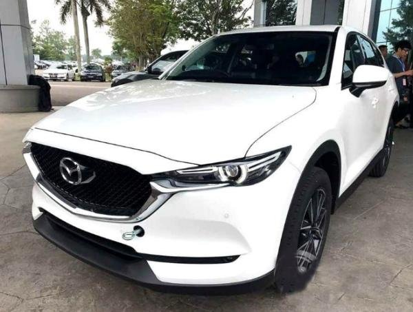angular front of the Mazda CX-5 2017