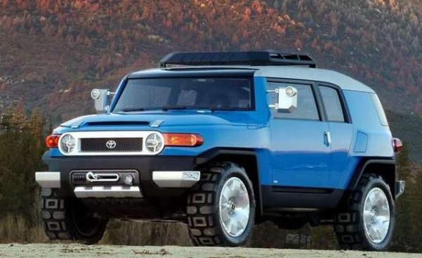 Angular front of a blue FJ Cruiser