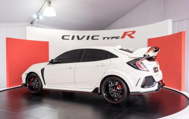 side view of the FK8 Honda Civic Type R 2017