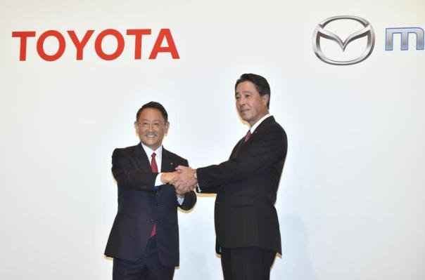 Toyota CEO and Mazda CEO shake hands on their agreement