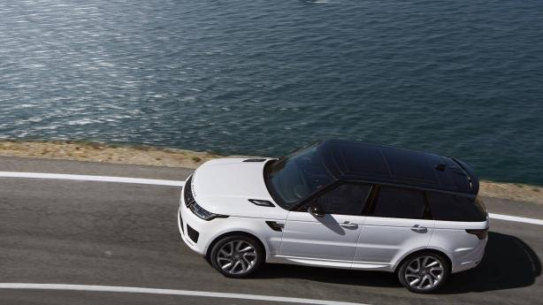 A white Range Rover Sport 2018 on the road