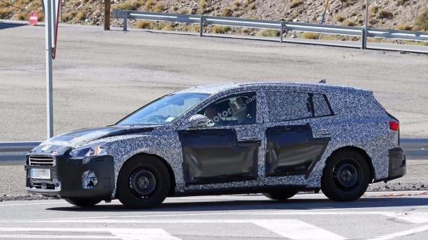 Side view of the all-new Ford Focus 2018