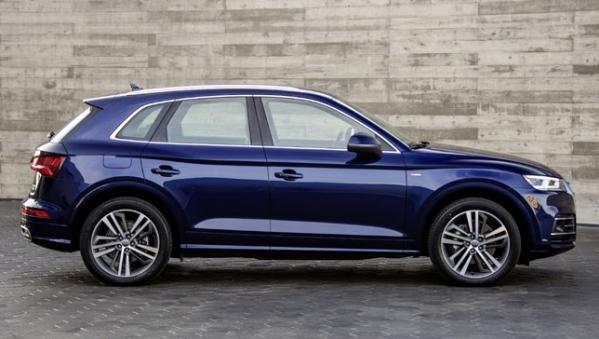 Audi Q5 2018 side view