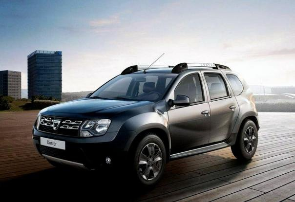 Angular front of a grey Dacia Duster 2018